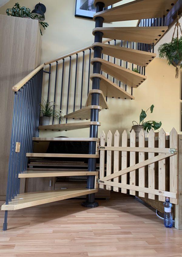 náhled Prodám točité schodiště