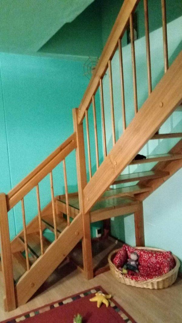 náhled Prodám dřevěné schodiště - modřín