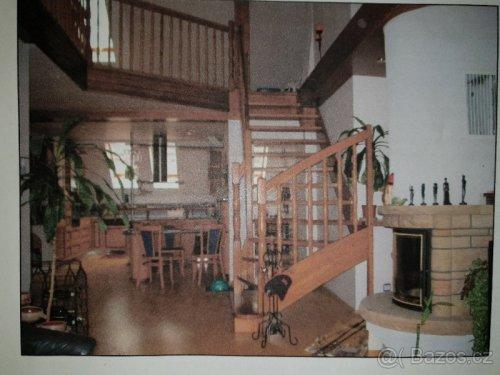 náhled Dřevěné samonosné schodiště