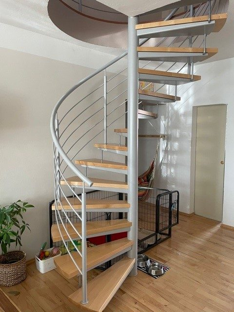 náhled moderní točité schodiště