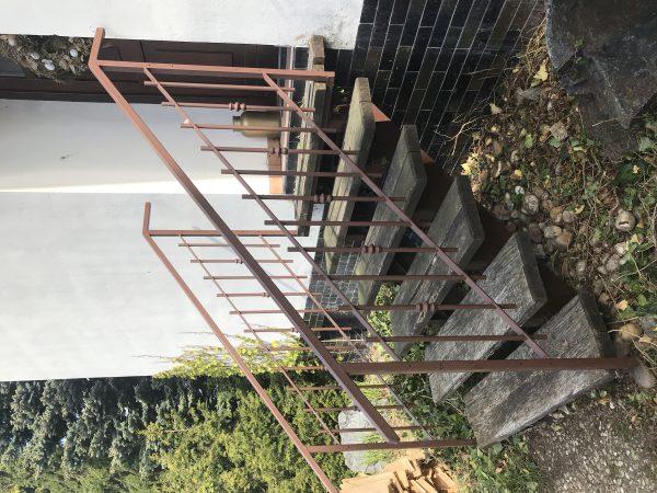 náhled Kovové schodiště se zábradlím
