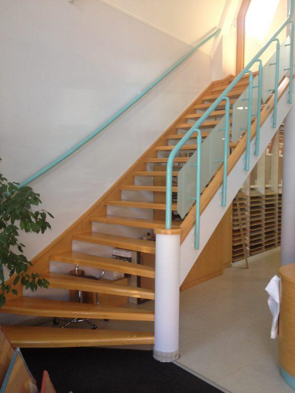 náhled Prodám schodiště z masivu