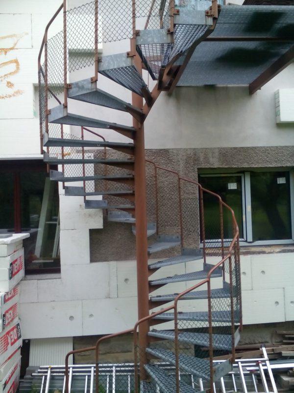 náhled kovové venkovní točité schody