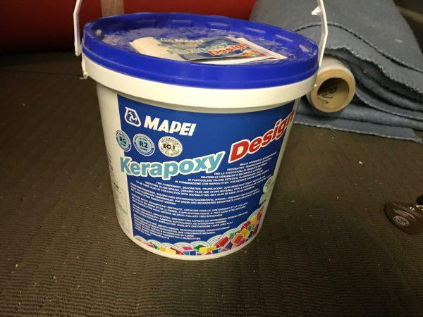 náhled Prodám 3ks balení (9kg) KERAPOXY DESIGN epoxidové spárovací hmoty, odstín 110