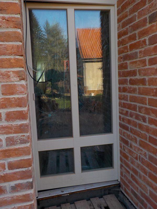 náhled Dřevěné dveře a okno