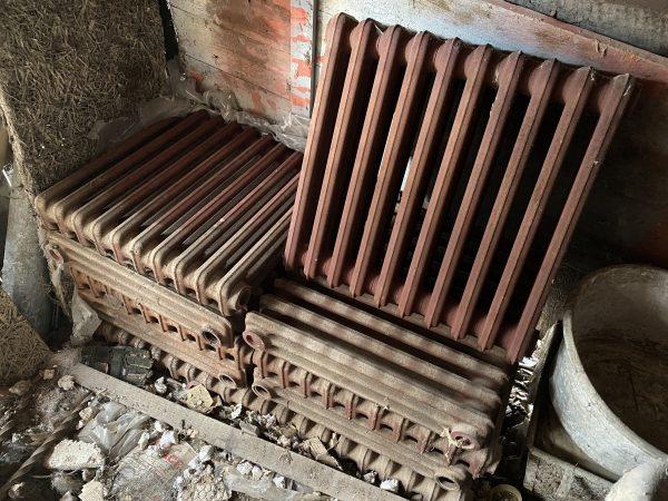 náhled Nové litinové radiátory (10 ks) o rozměrech 600x580x100 mm